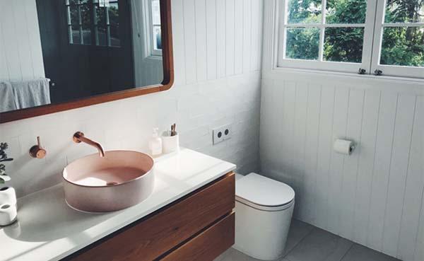 Een mooie styling bij de wastafel in de badkamer? Zo pak je het aan!