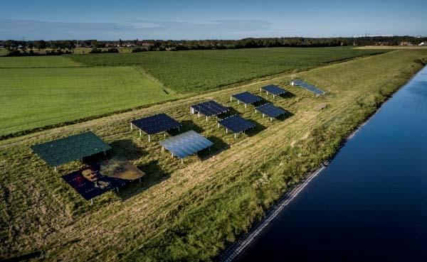 Proef met zonnepanelen op dijk in Zeeland