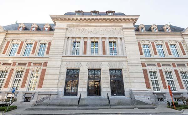 Het-gerechtsgebouw-van-Leuven-is-gerenoveerd-en-krijgt-haar-eigen-expo
