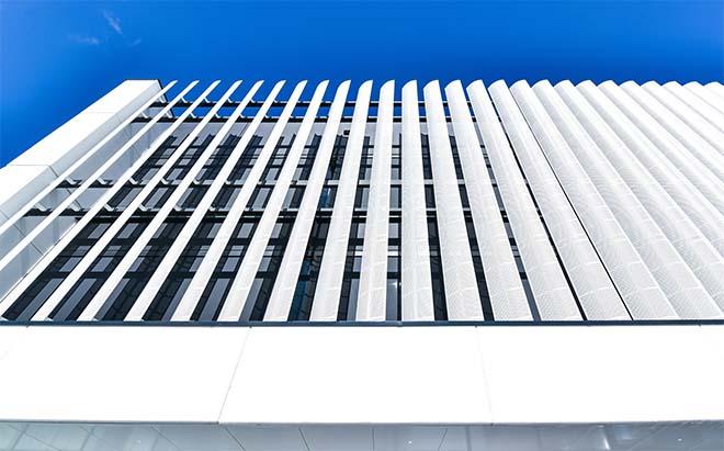 Slimme zonwering verlaagt koellast van kantoorgebouw Van Marcke