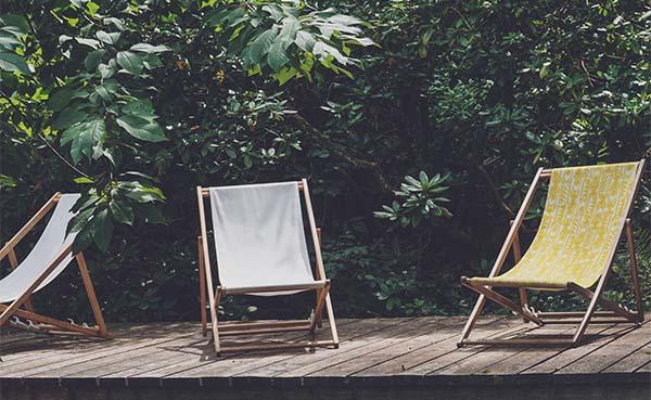 Ligstoelen en houten tuinsets: de perfecte combi voor een zalige zomer!