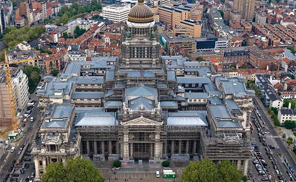 Stellingen aan het Justitiepaleis in Brussel worden gerenoveerd
