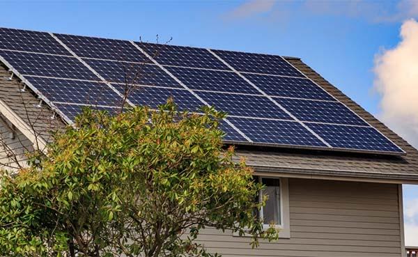 Zonnepanelen-op-sociale-woningen-verlagen-energiefactuur