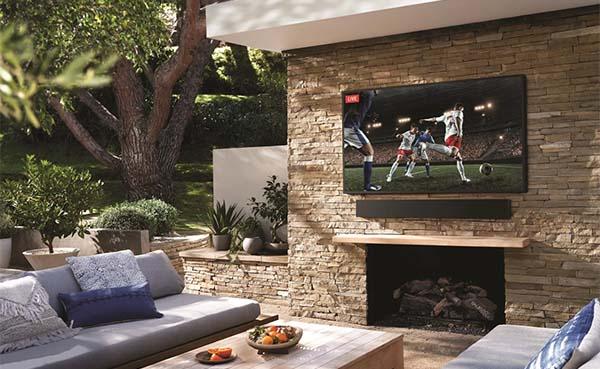 Samsung-lanceert-met-The-Terrace-een-QLED-4K-TV-voor-buiten