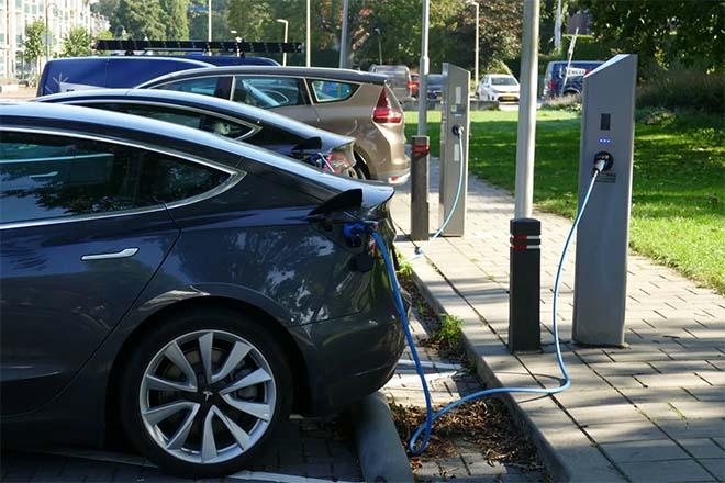 Wie parkeerplaats koopt met elektrische laadpaal heeft niet altijd garantie op stroom