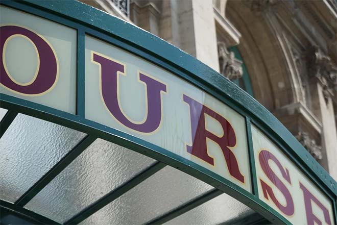 Terras-luifels in de Beursstraat in al hun glorie hersteld