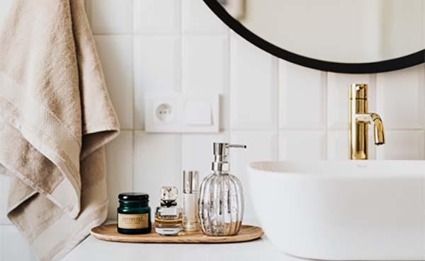 Wil je jouw badkamer groter laten lijken? 5 tips en tricks!