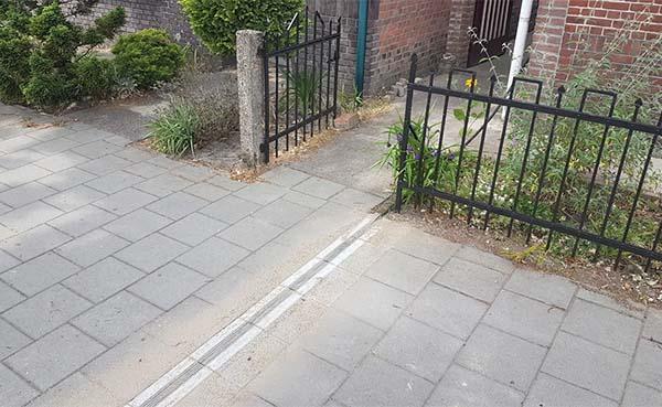 Nieuwe EV-kabelgoottegels lossen voetpadprobleem op