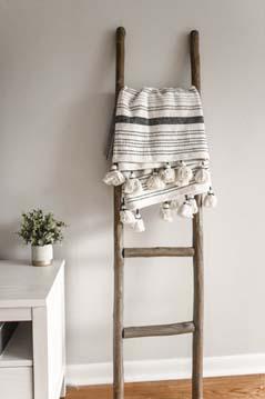 Je inrichting minimalistisch stijlen met een decoratieve ladder