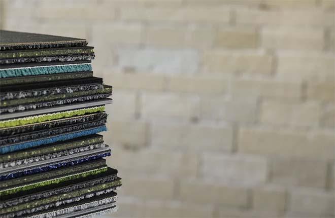 Interface stopt met bitumen backing op tapijttegelcollectie