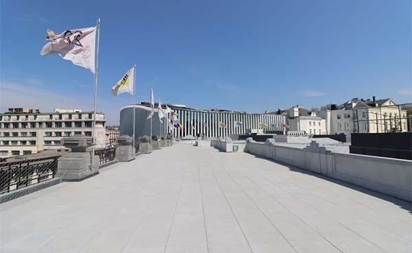 Een-nieuw-dakterras-voor-Bozar-(Paleis-voor-Schone-Kunsten)-in-Brussel