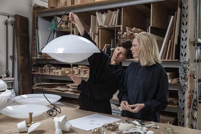 Breng licht in huis met The Clam van Fritz Hansen