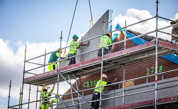 Vier-sociale-woningen-in-Hoeselt-versneld-energieneutraal-via-Sociale-Energiesprong