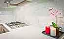 Een kunststof achterwand voor in de keuken