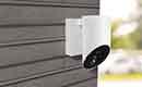 De Somfy Outdoor Camera beveiligt en schrikt af rondom het huis