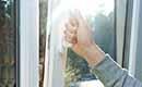 Welk materiaal isoleert het beste bij ramen en deuren?